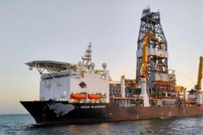 Une flotte de trois navires de ravitaillement et de trois hélicoptères soutiendra les navires de forage, transportant les matériaux, l'équipement et le personnel nécessaires à la campagne. Les navires opéreront à partir de la base de ravitaillement du Sénégal, située à Mole 1 dans le port de Dakar.