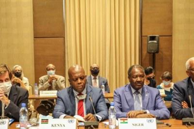La délégation du Conseil de sécurité menée par les Ambassadeurs Martin Kimani (Kenya,centre), Nicolas de Riviere (France, gauche) et Abdou Abarry (Niger, droite), ont été a l'écoute dimanche de la société civile malienne et des parties signataires aux Accords de paix.